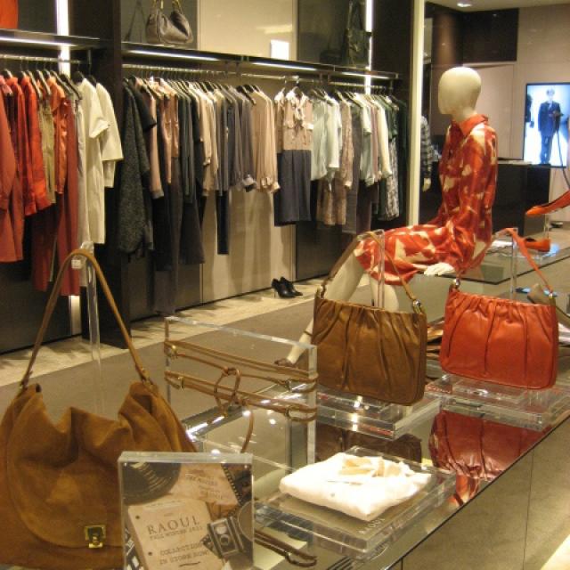retail-display-ladies-2